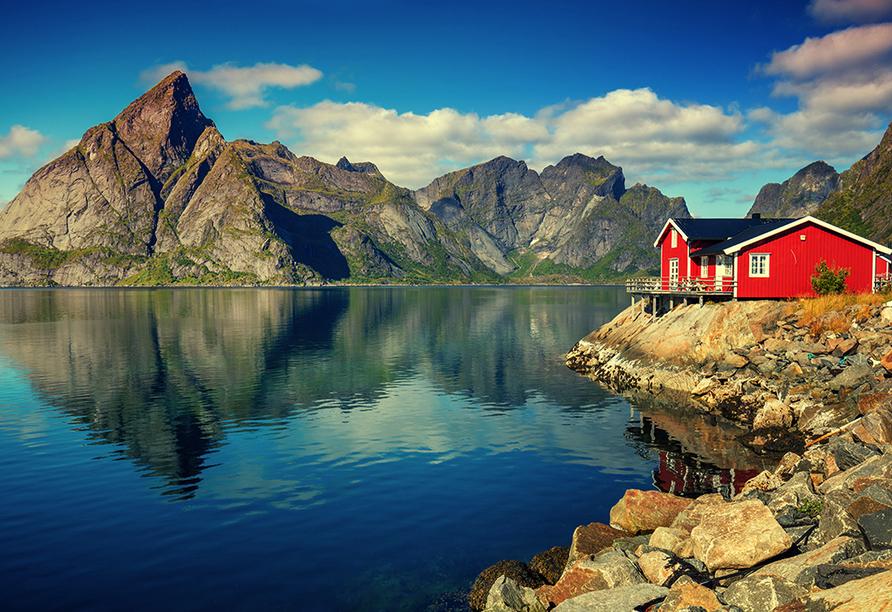 MS Nordkapp, Fjordlanschaft mit Haus