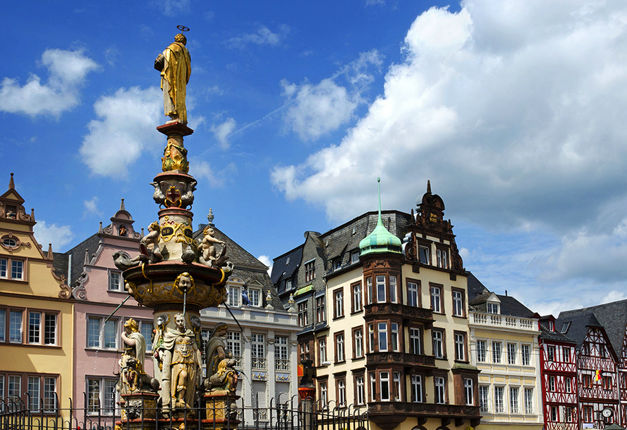 Historische Gebäude prägen das Stadtbild.