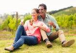 Probieren Sie während Ihrer Reise regionale Weinsorten.