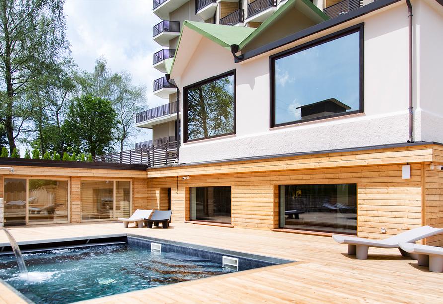 Linta Hotel Wellness & Spa in Asiago Trentino-Südtirol, Außenansicht mit Pool