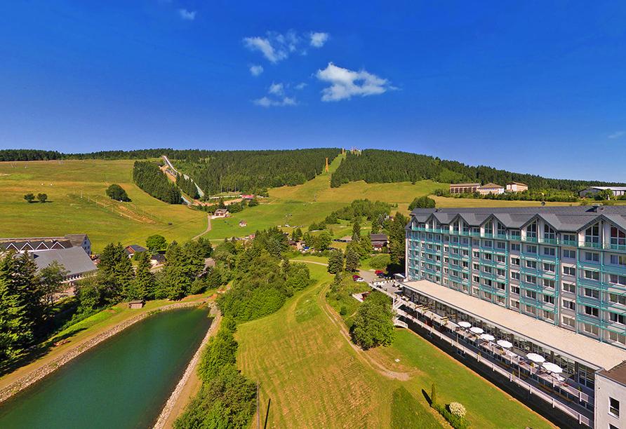Best Western AHORN Hotel Oberwiesenthal, Außenansicht im Sommer