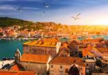 Trogir an der Küste Kroatiens