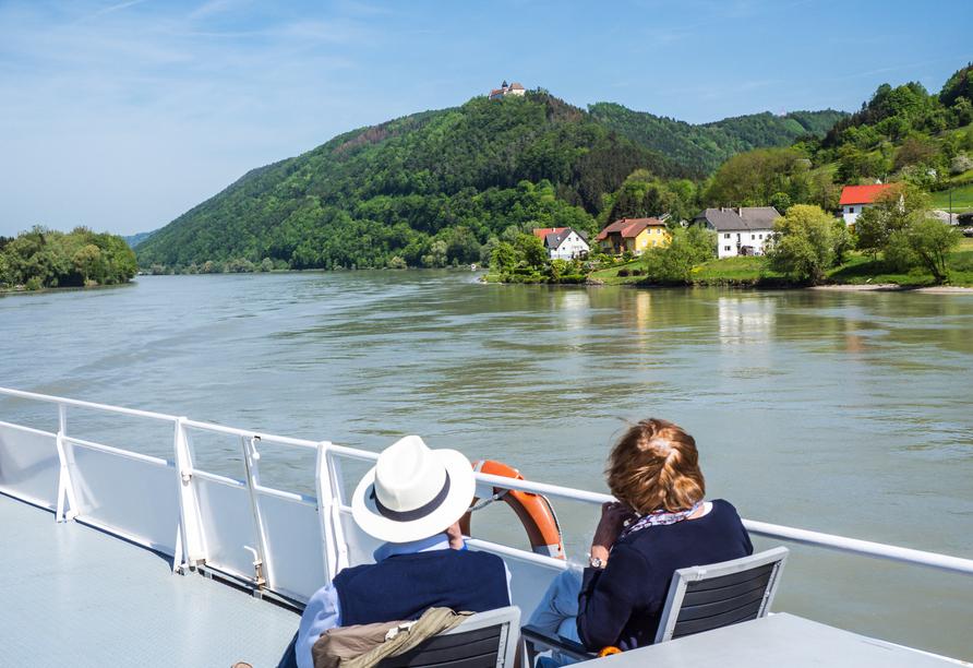Genießen Sie die Landschaft bei Ihrer Donauschifffahrt an Bord von MS Albertina.