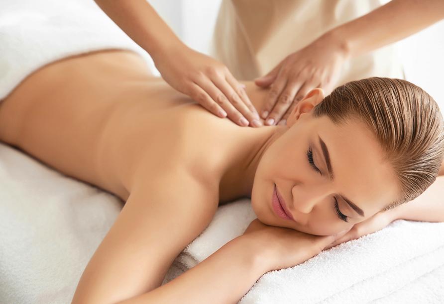 Kormoran Wellness Medical Spa, Rowe, Polnische Ostsee, Polen, Massage