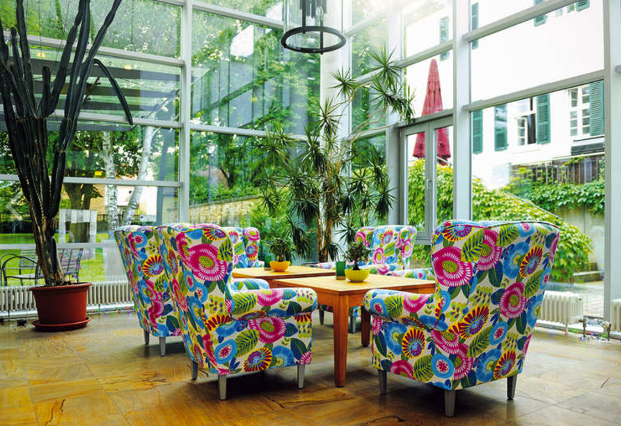 Entspannen Sie in der gemütlichen Lobby vom PRIMA Hotel Schloss Rockenhausen.