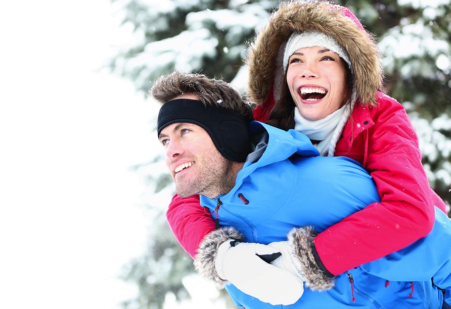 Hotel Bellevue in Seelisberg, Vierwaldstättersee, Schweiz, Paar im Winter
