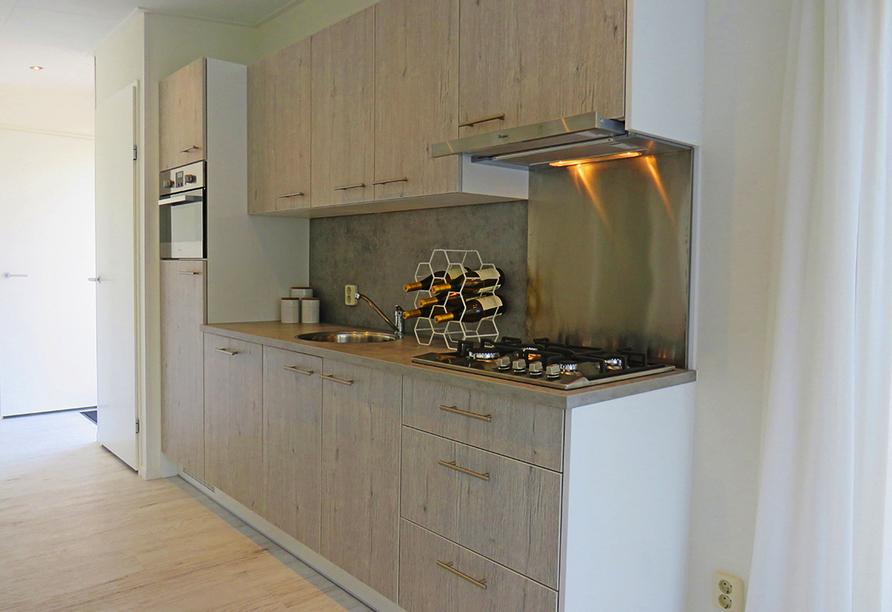 Beispiel einer Küchenzeile im Roompot Vakanties Ferienpark Boomhiemke.