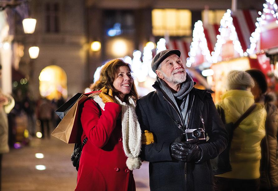 MS Annika, Paar auf Weihnachtsmarkt