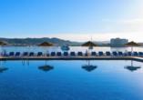 Hotel azuLine Mar Amantis in Bahia de San Antonio, Außenpool Mar Amantis I