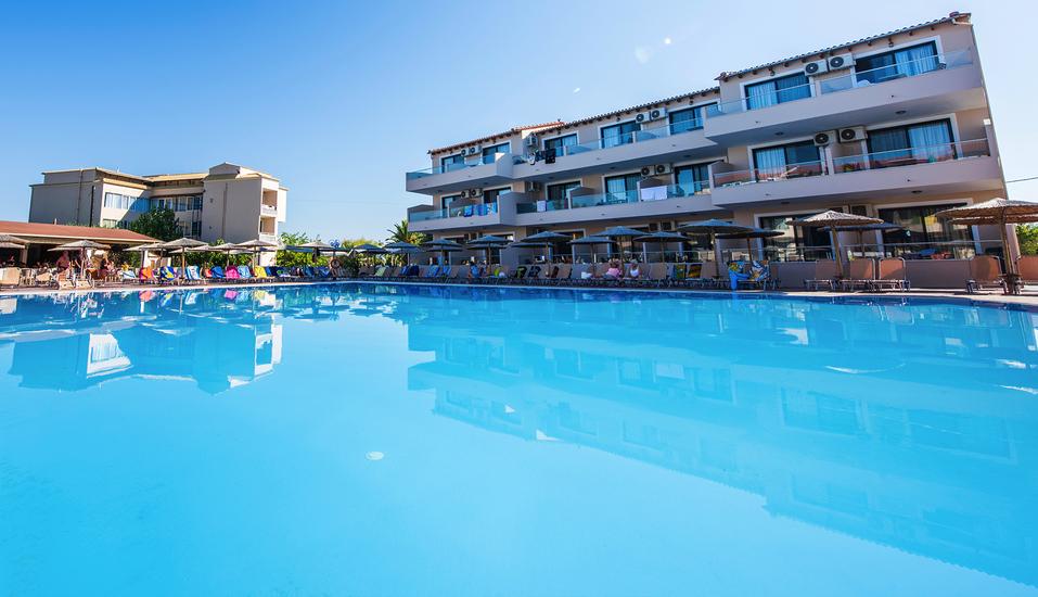Hotel Angela Beach in Roda auf Korfu, Außenpool