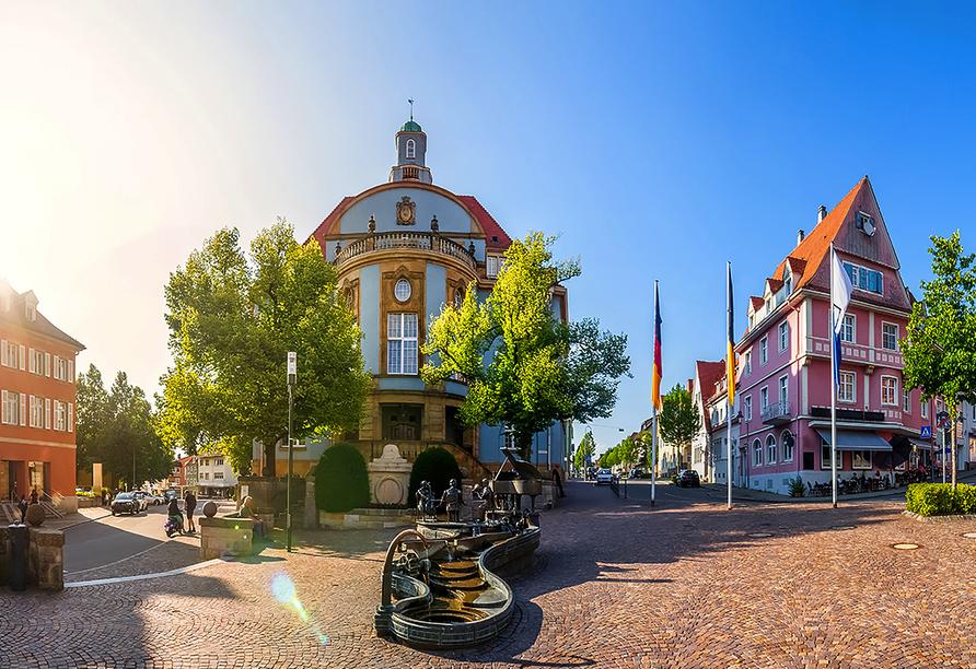 Hotel Gasthof zum Rössle in Hüfingen-Fürstenberg, blaues Rathaus in Donaueschingen