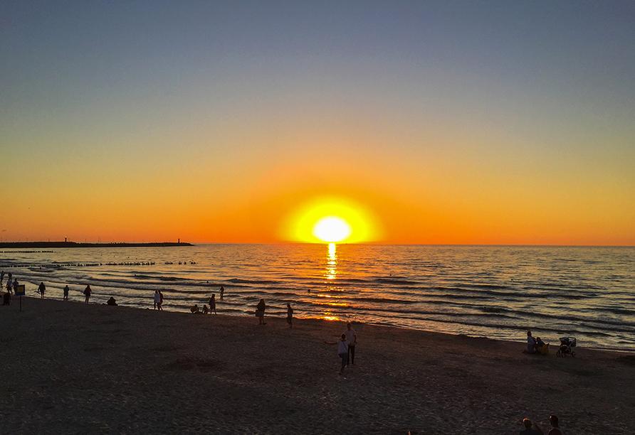 Saltic Resort & Spa, Gribow, Polnische Ostsee, Sonnenuntergang am Strand