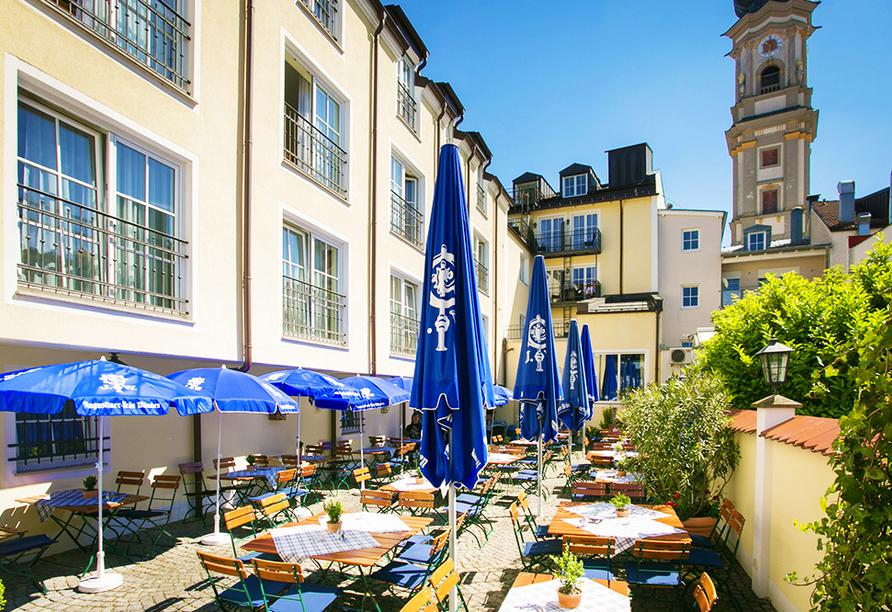 Hotel Höttl in Deggendorf im Donautal, Biergarten