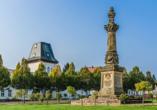 Parkhotel Putbus Rügen, Marktplatz mit Kriegerdenkmal