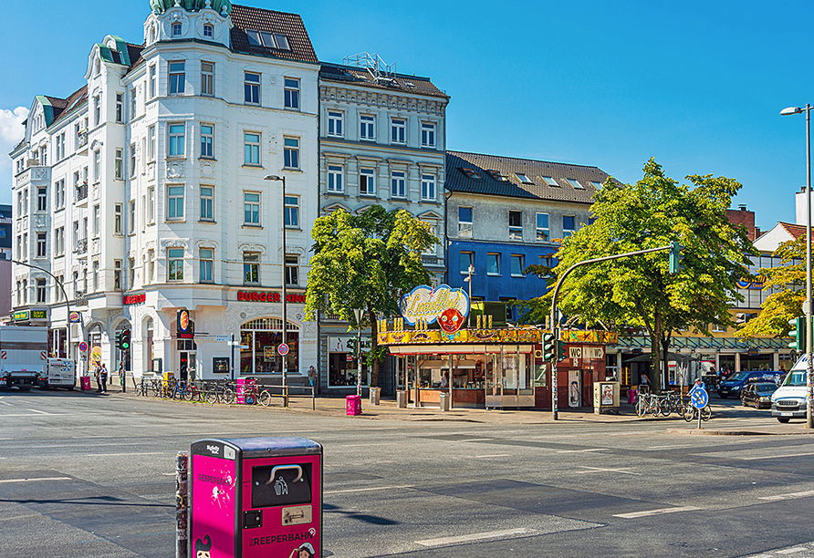 Super 8 by Wyndham Hamburg Mitte, Reeperbahn in Hamburg bei Tag