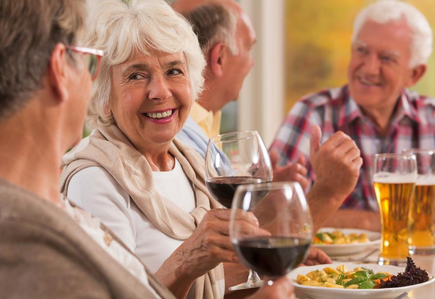 Genießen Sie ein leckeres Essen in entspannter Runde.