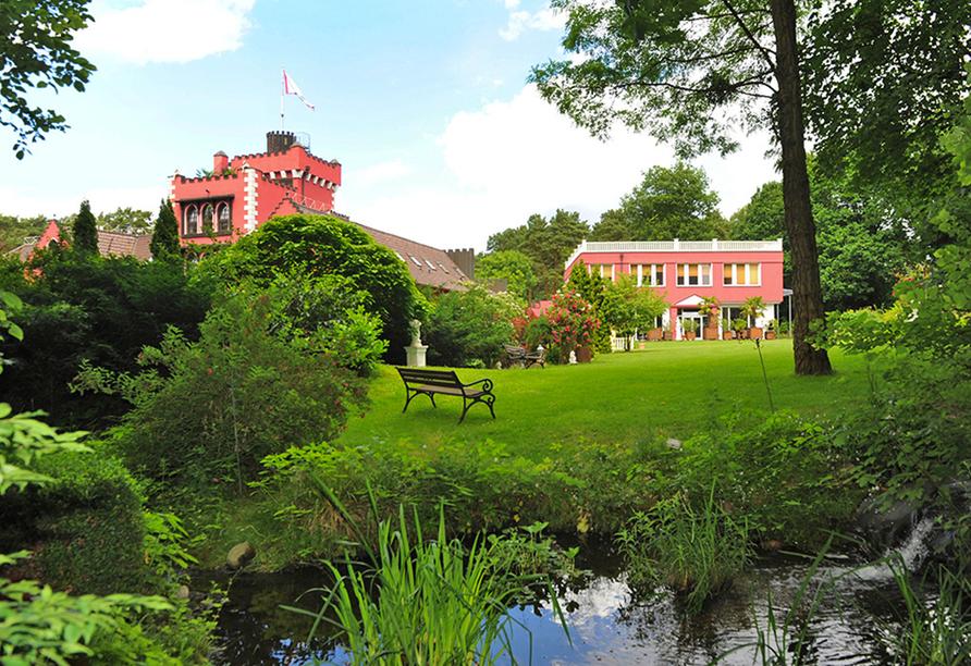 The Lakeside Burghotel zu Strausberg, Wiese und Teich