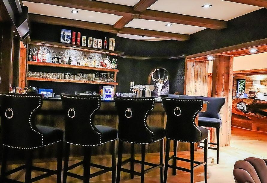 Lassen Sie den Abend gemütlich an der Bar ausklingen.