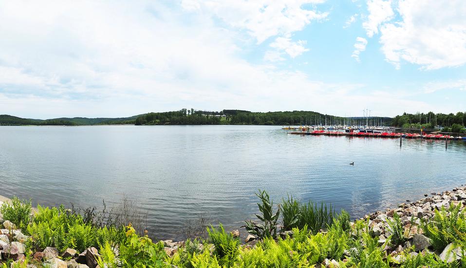 Der schöne Bostalsee liegt nur ca. 850 m Fußweg von Ihrem Hotel entfernt.