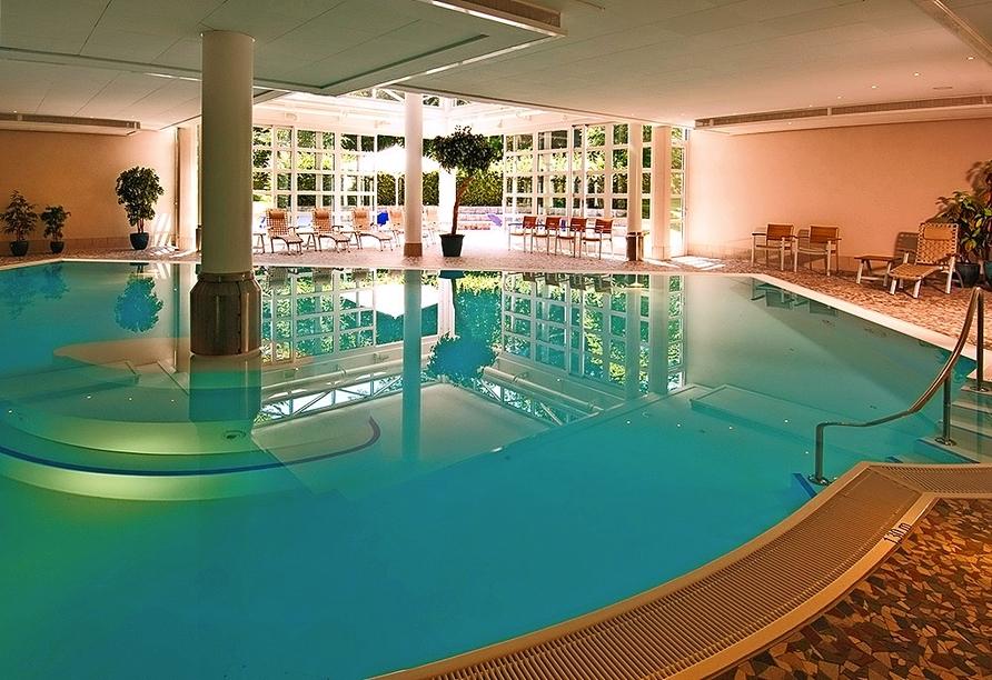 Ziehen Sie entspannt Ihre Bahnen im Hallenbad des Hotels Residence Starnberger See in Feldafing.