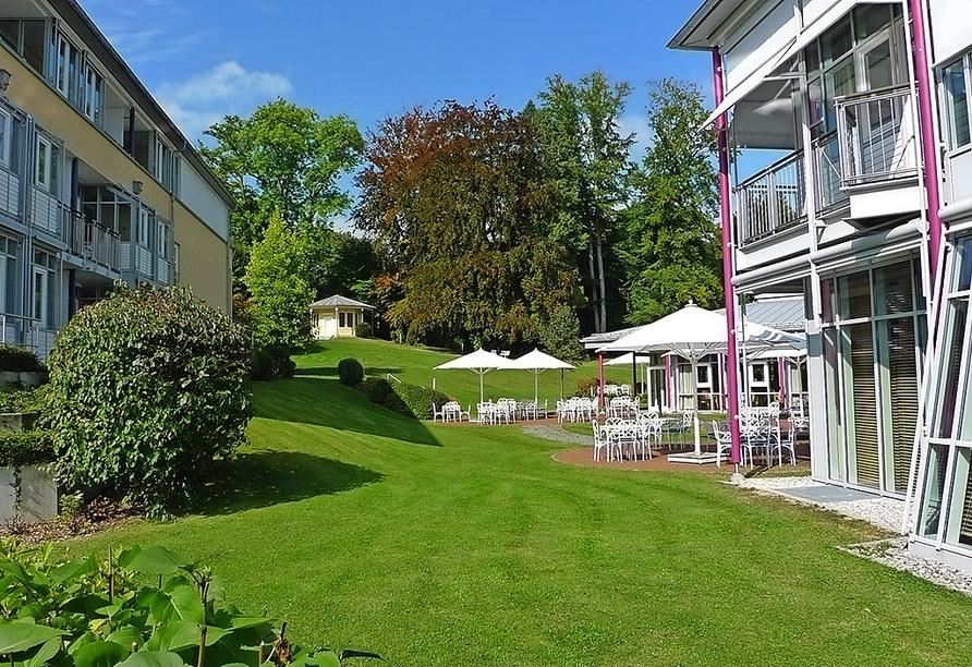 Genießen Sie an warmen Sommertagen kühle Getränke auf der Terrasse des Hotels Residence Starnberger See in Feldafing!
