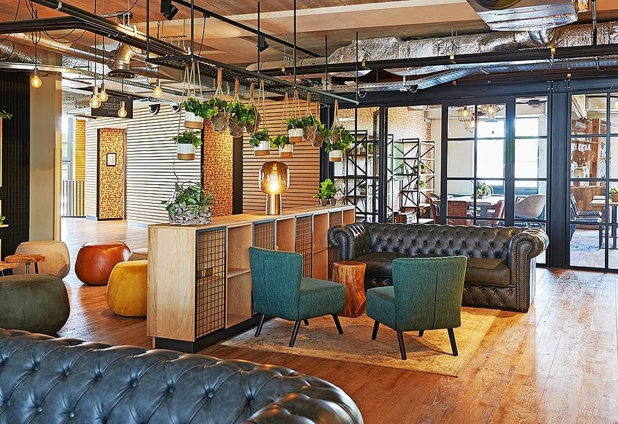Entspannen Sie in der Lounge des GuestHouse Hotel Kaatsheuvel.
