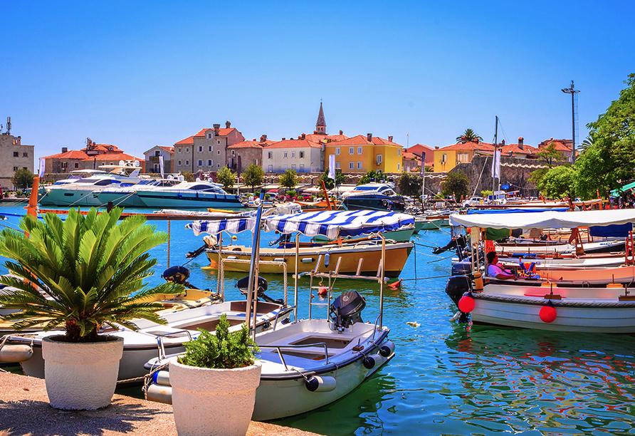 In der Küstenstadt Budva erkunden Sie die venezianische Altstadt.