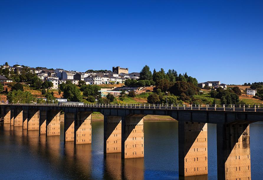 Portomarín war links- und rechtsseitig des Miño-Ufers Sitz von gleich drei Ritterorden.