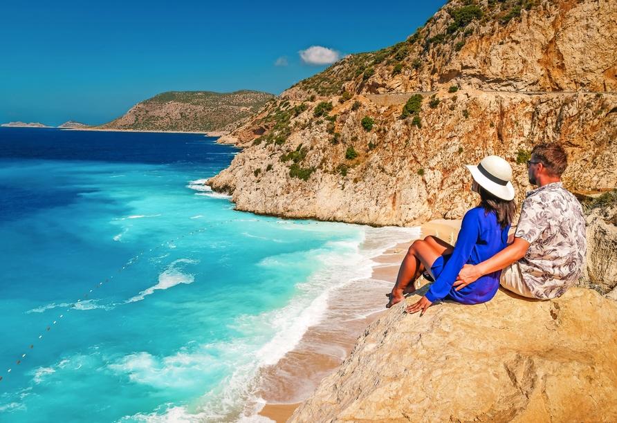 Rundreise durch Albanien, Paar am Meer