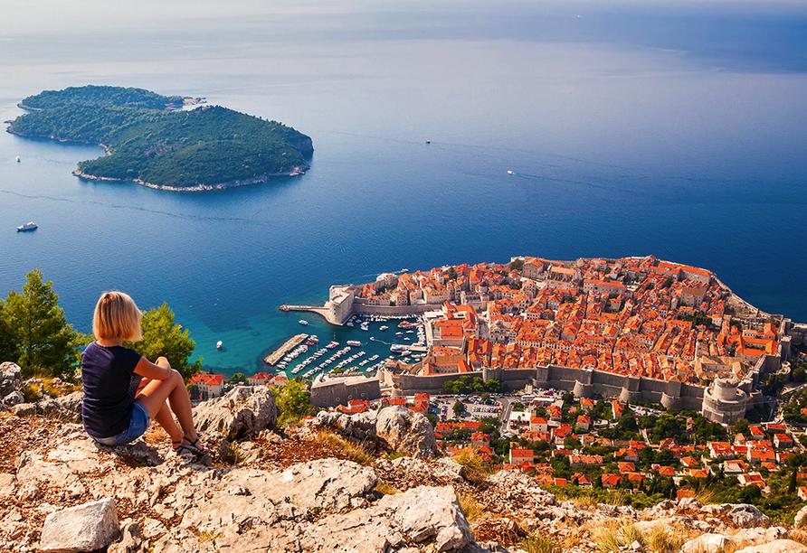 Entdecken Sie die schönsten Ecken Kroatiens, darunter die traumhafte Hafenstadt Dubrovnik.