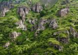 Eine Wanderung führt Sie zur eindrucksvollen Höhlenstadt Chndzoresk.