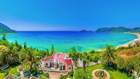 Eine der schönsten Buchten auf Korfu finden Sie direkt in Agios Georgios Süd.