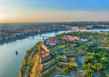 Panoramablick über Novi Sad im Sonnenuntergang.