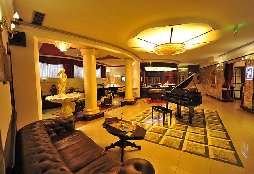 Die elegante Lobby vom Queen's Astoria Design Hotel.