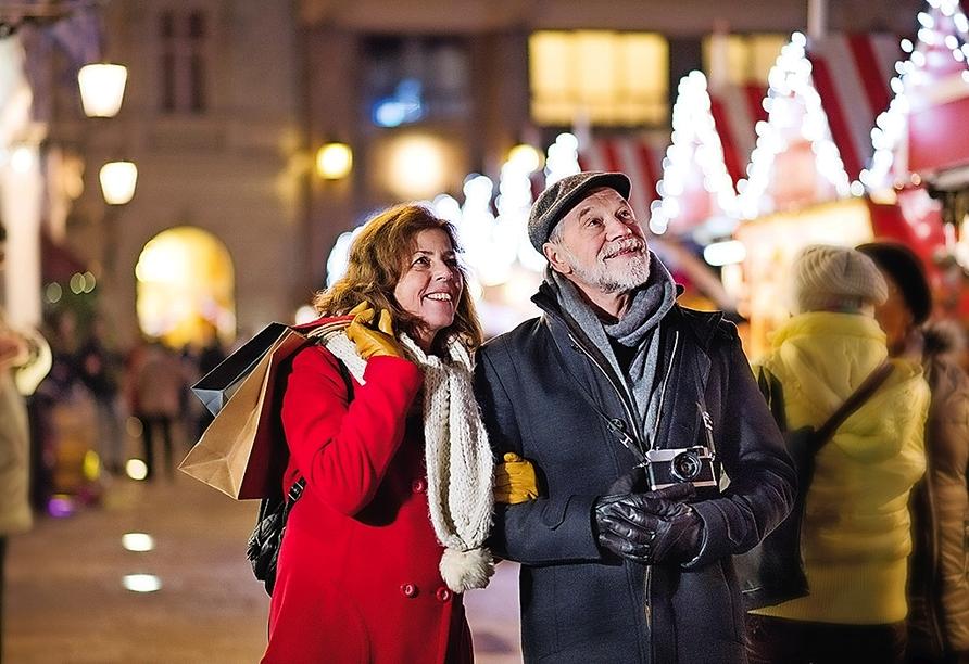 MS Belvedere, Paar auf Weihnachtsmarkt