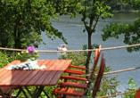 Von der Terrasse des Restaurants haben Sie einen tollen Blick auf den Silbersee.