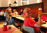 Das Restaurant des Ferienwohnpark erwartet Sie im bayerischen Ambiente.