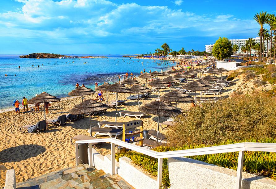 Der Nissi Beach ist mit seinem goldgelben Sand und dem türkisen Wasser besonders schön.
