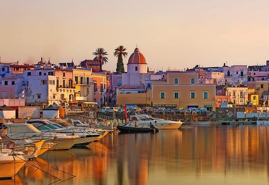 Die Hafenstadt Forio ist der ideale Ort für Ihren Urlaub.