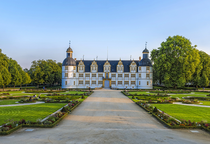 Das Schloss Neuhaus in Paderborn ist ein bedeutendes Bauwerk der Weserrenaissance.