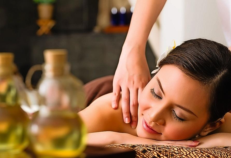Entspannen Sie bei einer wohltuenden Wellnessbehandlung im Kurhotel Quellenhof
