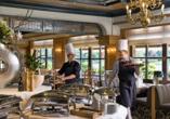 Lassen Sie sich im Restaurant des Maritim Hotel Königswinter mit leckeren Gerichten verwöhnen.