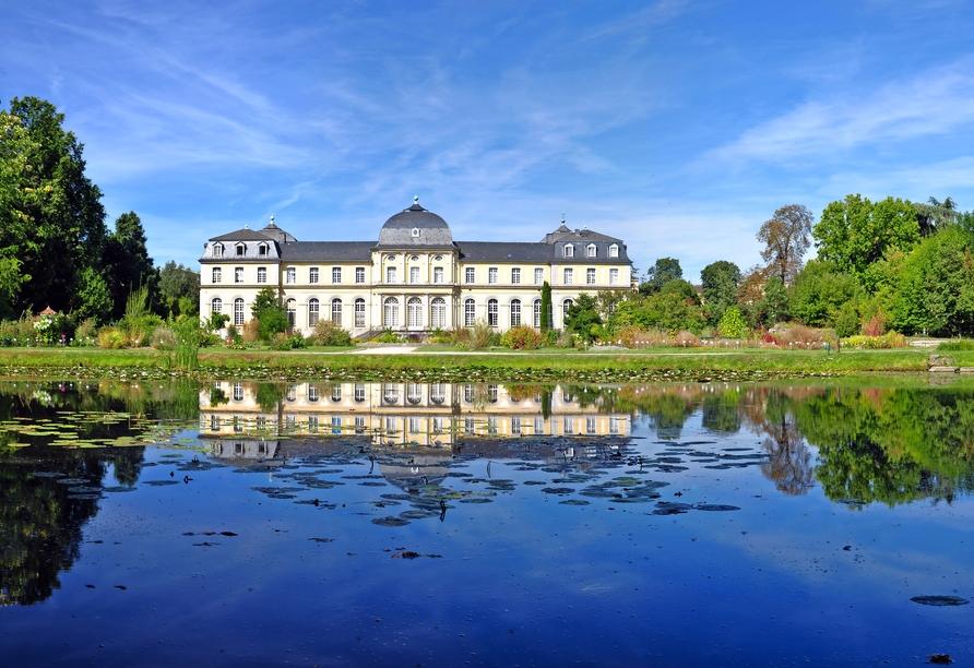 Das Poppelsdorfer Schloss ist eine der vielen Sehenswürdigkeiten von Bonn.