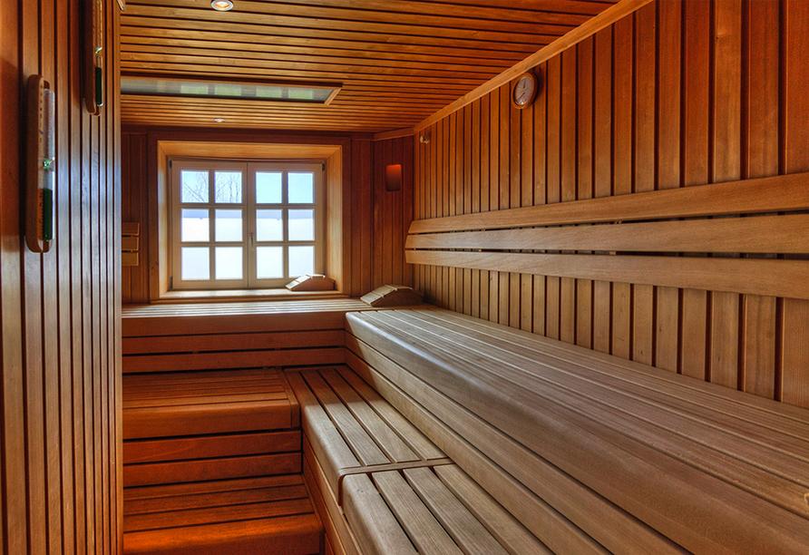 Sauna aus Holz im Hotel Schloss Herrenstein.