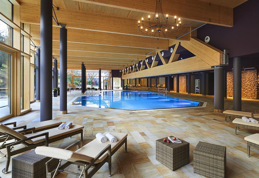 Die Mineraltherme lädt unter anderem mit einem Hallenbad zu schönen Stunden ein.