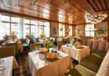 Im Quellenrestaurant werden Sie mit hochwertigen kulinarischen Kompositionen verwöhnt.