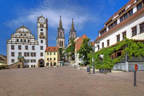 Zentral am Oschatzer Marktplatz befindet sich das Hotel Gasthaus Zum Schwan.