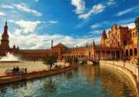 Der beeindruckende Plaza de España in Sevilla.