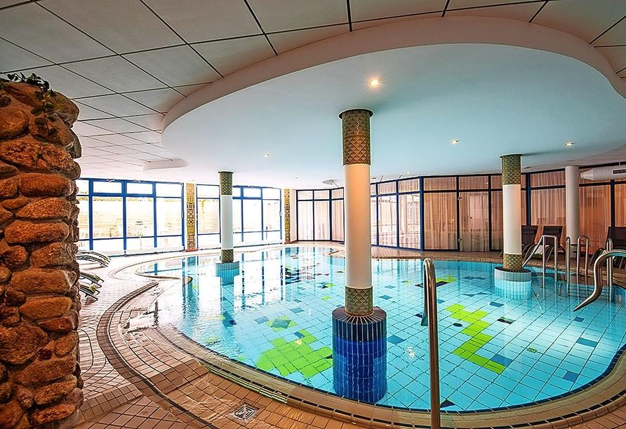 Das großzügige Hallenbad des Heide Hotels Reinstorf erwartet Sie.