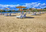 Sport- & Vital-Resort Neuer Hennings Hof in Perleberg, Strand am See mit Liegen